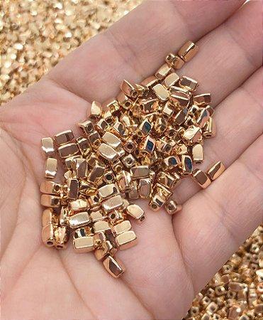 Miçanga Bloquinhos Dourados - 20 gramas