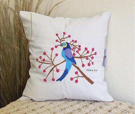 Capa de Almofada Bordada Arara Azul e Ipê Rosa