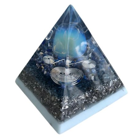 ORGONITE - PIRAMIDE OPALINA (Pedra da Lua), QUARTZO LEMURIANO E CASCALHO DE SODALITA - APROX. 7,5x7,5X8,0