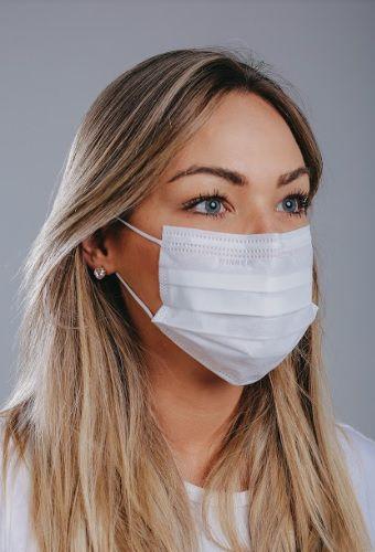 Máscara cirúrgica tripla c/ elástico cx. c/ 50 und. BRANCA