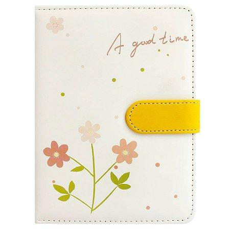 Caderno Brochura Com Folhas Ilustradas e Fecho Magnético Soft Touch Flores Amarelo