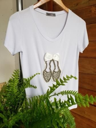 T-Shirt Sapato Pérolas