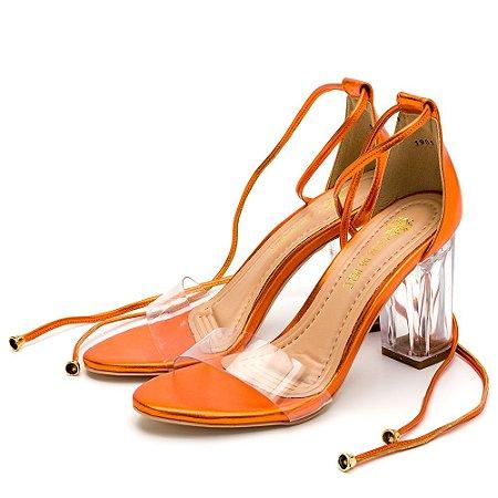Sandália Salto Alto Em Metalizado Laranja Com Transparência E Salto Transparente
