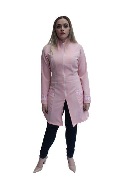 Jaleco Agua Marinha feminino rosa, gripir nas mangas e bolsos frontais, com faixa de amarrar na cintura.