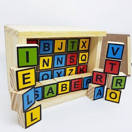 Alfabeto em Caixa Com Letras Maiúsculas Em Cubos - 4+