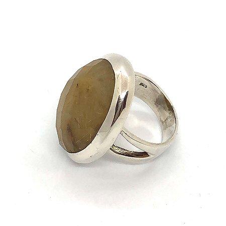 Anel quartzo rutilado oval facetado em prata 925