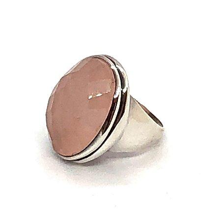 Anel quartzo rosa oval facetada com prata 925