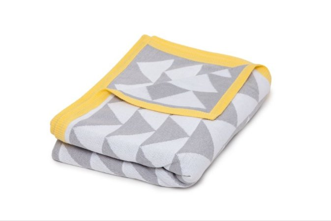 Manta Triangulo Cinza e Branco borda Amarelo