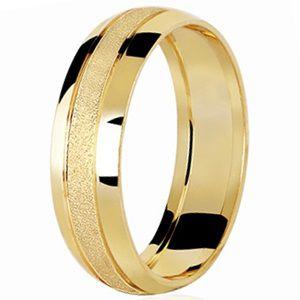 Aliança Abaulada com Faixa Central Diamantada em Ouro Amarelo 18K