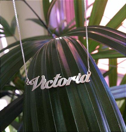 """Gargantilha veneziana com 45 cm e nome personalizado a laser """"Victoria""""  em Prata 925"""