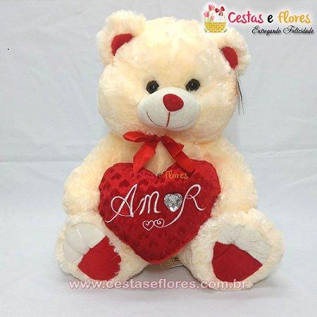 Urso de Pelúcia Creme com Coração Vermelho