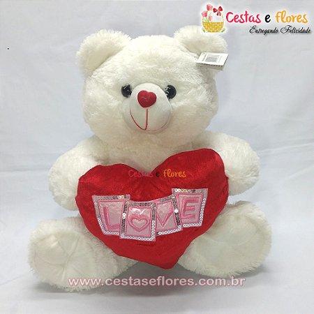 Urso de Pelúcia com Coração Vermelho
