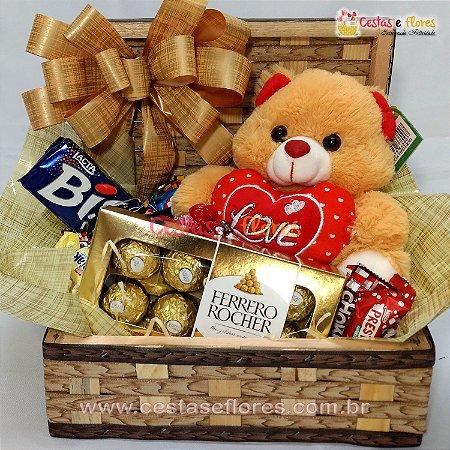 Cesta de Chocolates e Pelúcia Simpática com Coração Love