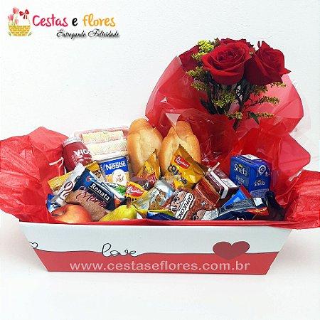 Cesta Master Caixa Kraft Love + Arranjo de Rosas