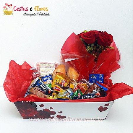 Cesta Master Caixa Kraft + Arranjo de Rosas