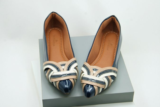 Pointed Nó - Navy and Nude