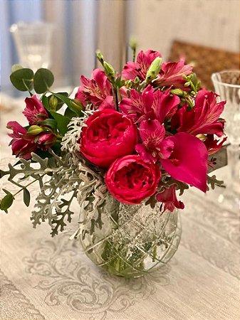 Mix flores vermelhas no vaso vidro