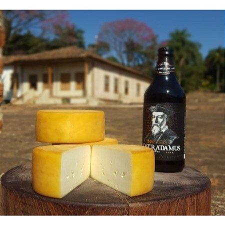 Fazenda Atalaia Queijo Mantiqueira na Cerveja 300g (metade de uma peça)