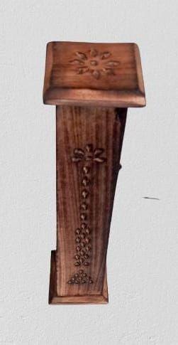 incensário torre de madeira