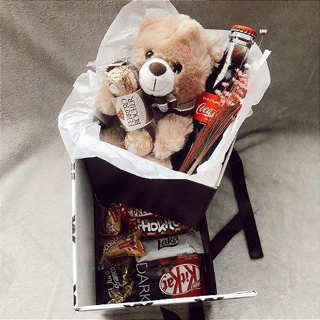 Caixa Surpresa Urso Pelúcia Coca Cola com Gaveta de Doces  cod K030