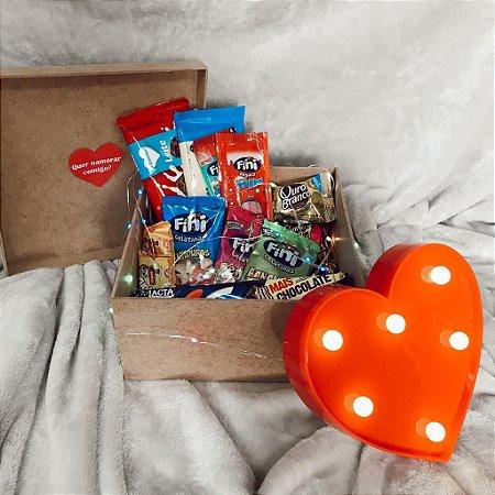 Kit Balas Doces e Chocolate com Coração de Led em caixa de MDF cod K049