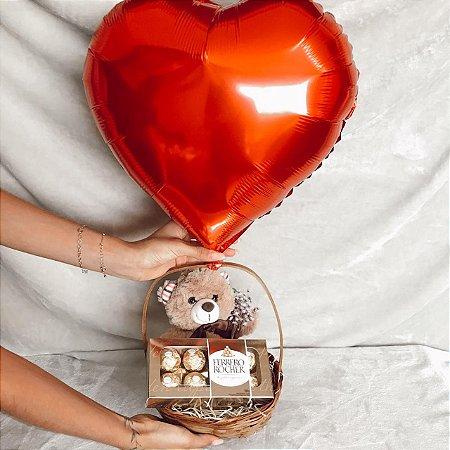 Cesta Urso no Balão de Coração e Ferrero cod C009