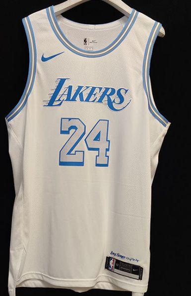 Camisa de Basquete Los Angeles Lakers 2021 City Edition versão Jogador - 24 Kobe Bryant