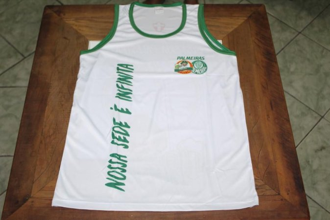 """Camiseta Regata Branca com a frase """"Nossa sede é infinita"""""""