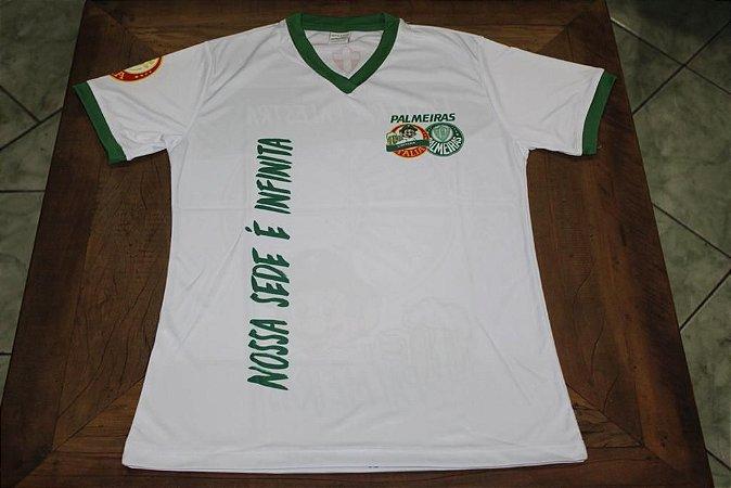 """Camiseta Feminina Branca com a frase """"Nossa sede é infinita"""""""