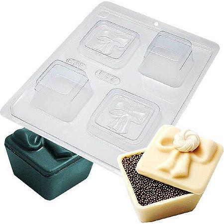 Forma para Chocolate com Silicone Mini Caixa Especial Laço 50g Ref. 837 BWB 1unid