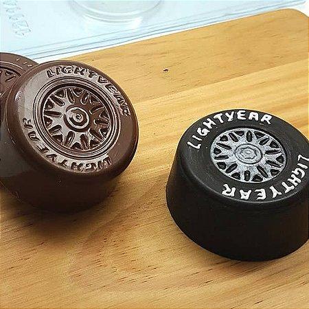 Forma para Chocolate com Silicone Pão de Mel Pequeno Roda Carros McQueen 80g Ref. 12114 BWB 1unid