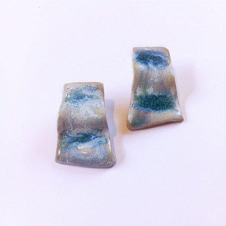 Brinco de cerâmica e vidro azul