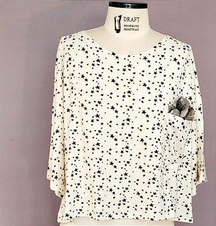 Blusa quadrada com bolso estrelinha