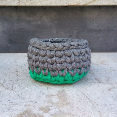 Cachepô pequeno verde e cinza