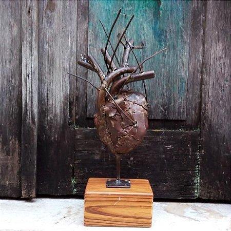 Escultura Coração de Ferro