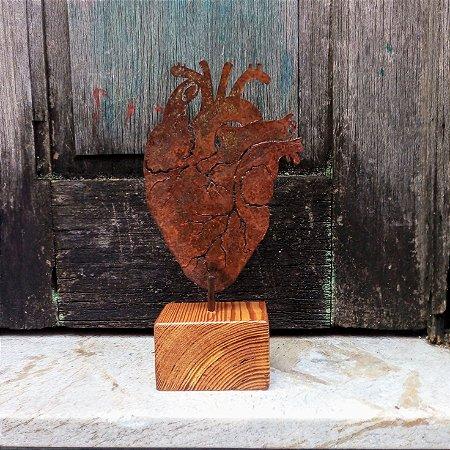 Coração de ferro recorte pequeno - base de madeira
