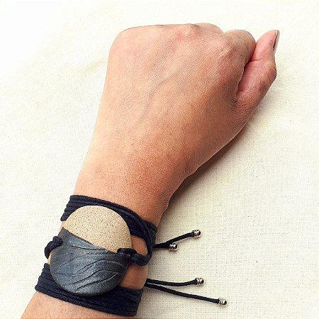 Bracelete tabaco com preto