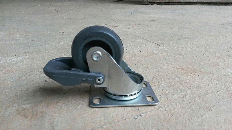 Rodízio Industrial com freio - 7cm de altura para 30kg