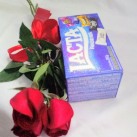 Três lindas rosas acompanhadas de uma caixa de bombom.Entrega em até 3 horas.