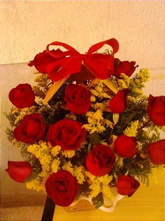 Casinha de rosas vermelhas. Entrega em até 3 horas.Horário comercial.