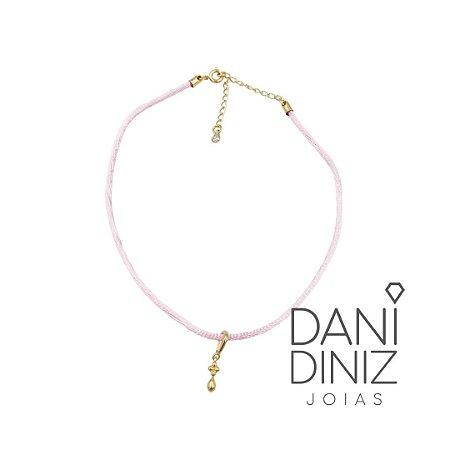 Chocker cordão seda rosa pingente flor e gota