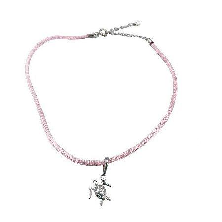 Choker cordão seda rosa pingente tartaruga