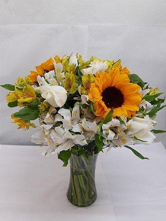Arranjo  Girassól, Rosas Branca e Astromelias