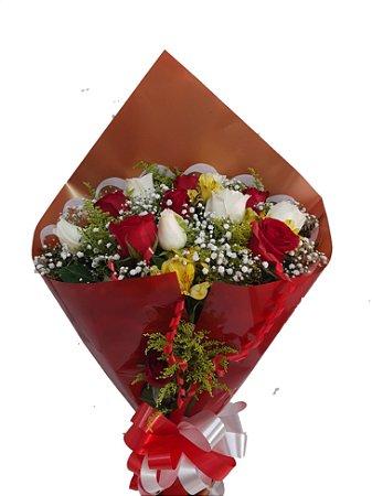Buque Tradicional de Rosas Vermelhas e Brancas com 12 unidades