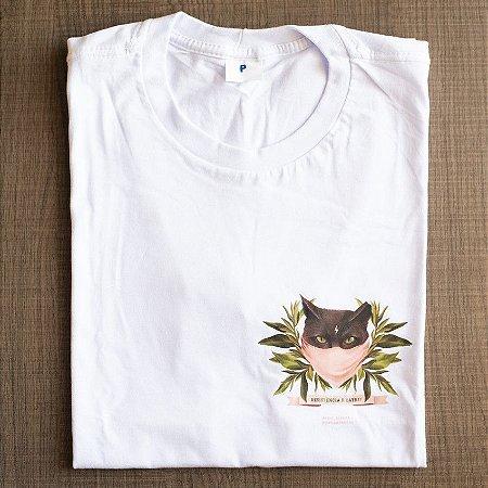 """Camiseta """"Resistência e Catnip"""" por @priii_barbosa"""