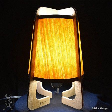 Luminária de mesa Naíma Madeiras