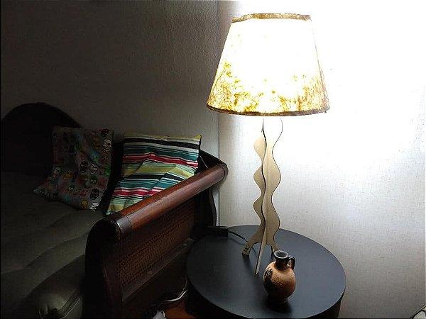 Luminária de mesa Frequências