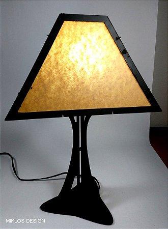 Luminária de mesa Tribase