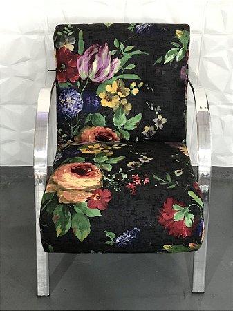 Poltrona Floral com fundo Preto