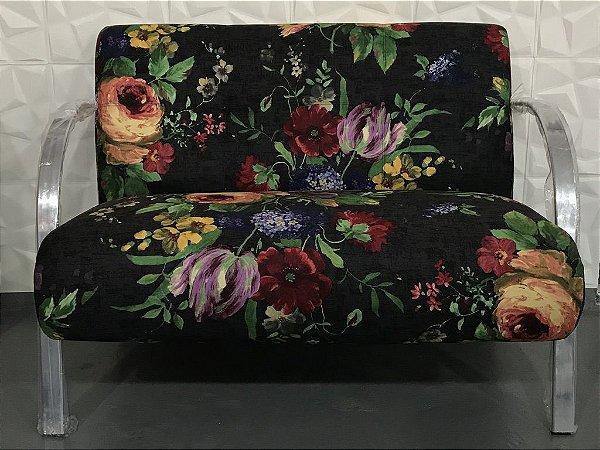 Poltrona Namoradeira Floral com Fundo Preto